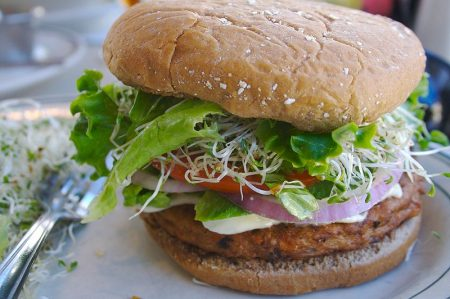 800px-Veggie_burger_flickr_user_divinemisscopa_creative_commons